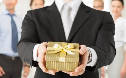 The Do's and Don'ts of Holiday Gift Giving For Employers (Plus a Few Ideas)